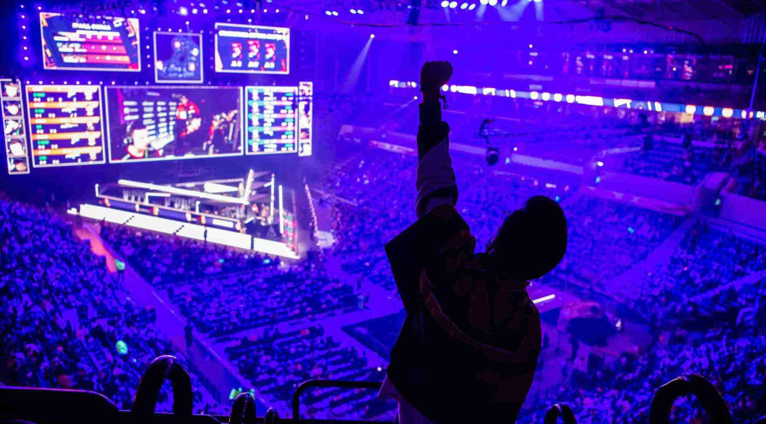 How to host an esports tournament full guide 2021 - esports fan at the venue